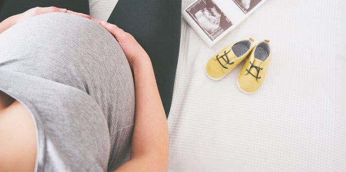 Mamma incinta scarpine gialle